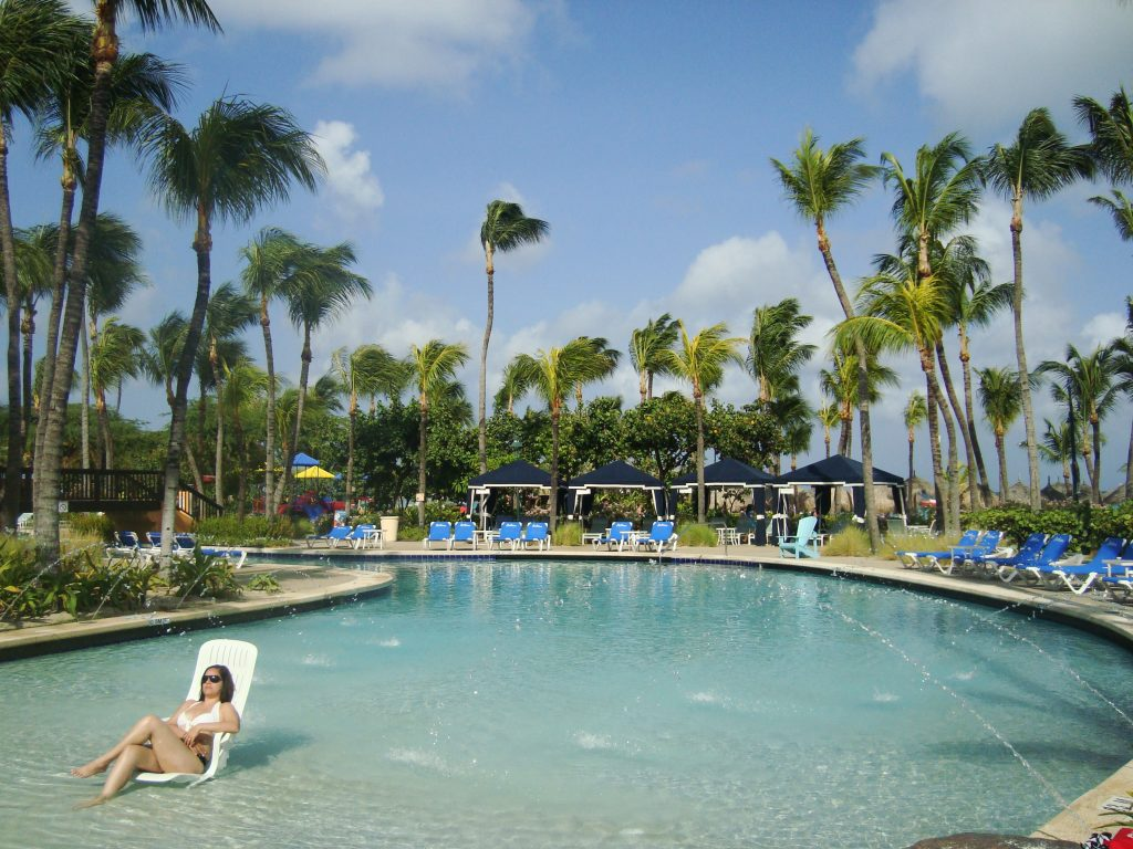 Aruba-One-Happy-Island-piscina