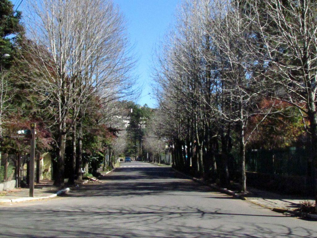 GRAMADO-caminhando-rua