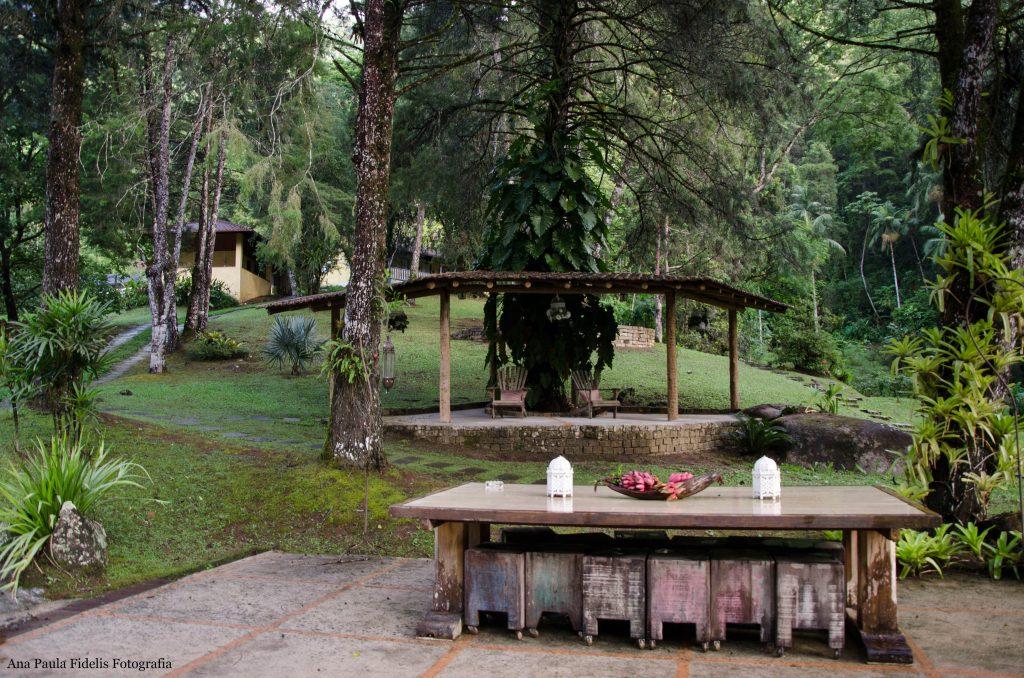 Villa-São-Romão-mesa-exterior