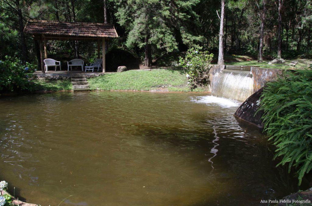 Villa-São-Romão-piscina-natural-chuva