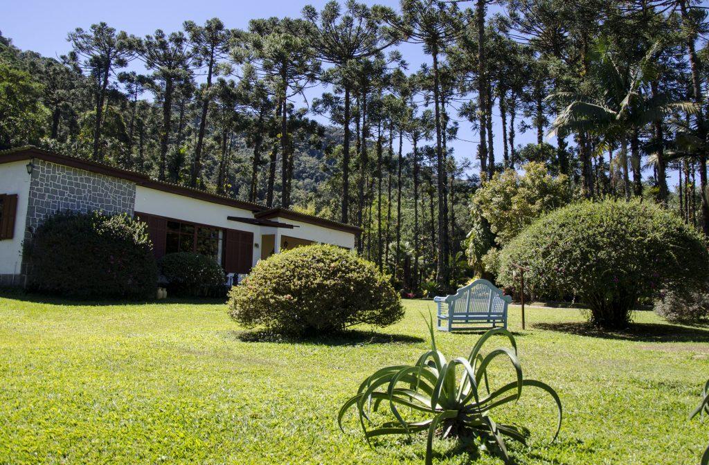 banco-azul-jardins-do-passaredo
