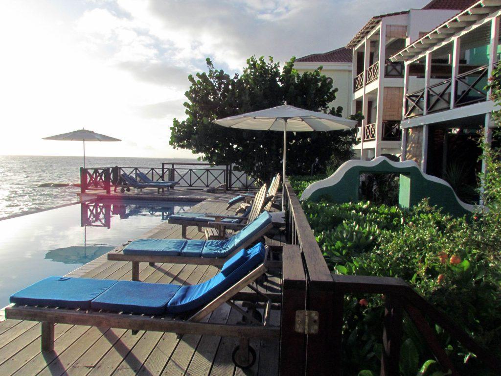 Curaçao-scubalodge&suites-piscina-tarde